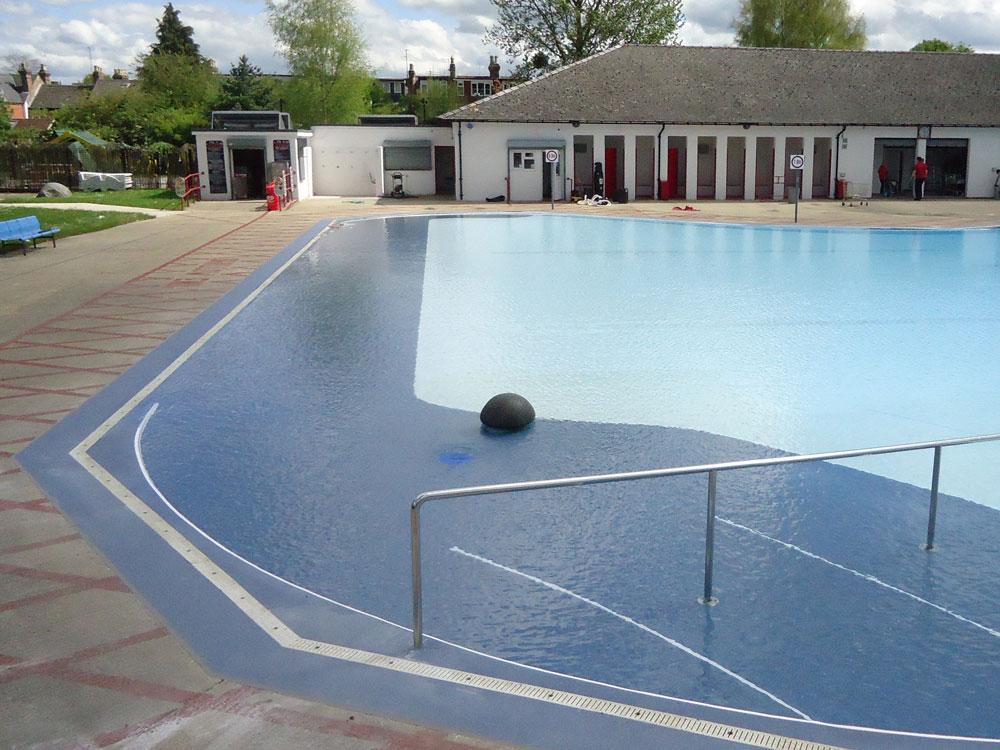Swimming Pool Floor : Non slip flooring for swimming pools gurus floor